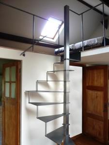 escalier helicoidale espace r duit feroinox gardes corps balustrades escaliers namur et. Black Bedroom Furniture Sets. Home Design Ideas